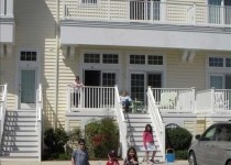 [Image: 4 Bedroom Townhome/ Condo 3 Miles from the Beach.]