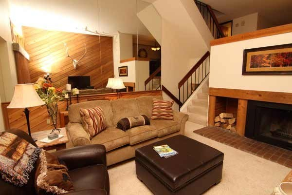 [Image: Beautiful Townhome, Pool Hot Tub Access, Wifi, *Special** 8/20-9/3 $139/nt Rate]