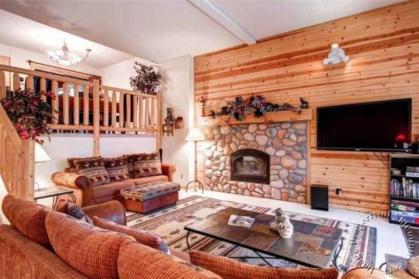 [Image: Walk to the Snowflake Chairlift and Ski Home to This Deluxe Townhome W/Hot Tub]