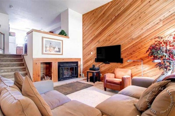 [Image: Spacious Ski~in Townhome Steps from the Snowflake Lift and Downtown Breckenridge]