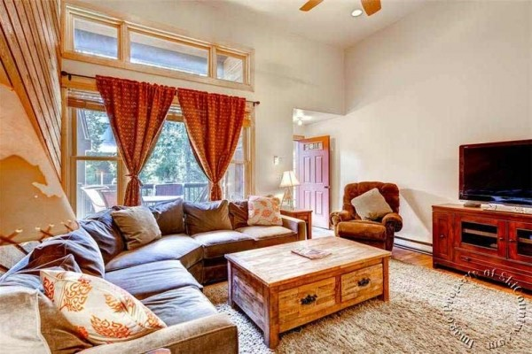 [Image: Exceptional, Airy Townhome. Ski-in Access Across the Street, Walk to Downtown for Apres Ski]