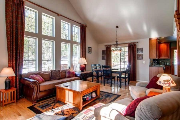 [Image: Snowshoe Chalet Luxury 3BR Th on Peak 7 Wifi Hot Tub Breckenridge Lodging]