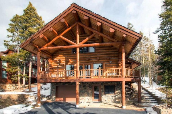 [Image: Modern Log Home with Beautiful Mountain Views, Free Shuttle, and Campfire: Mountain Echo Lodge]
