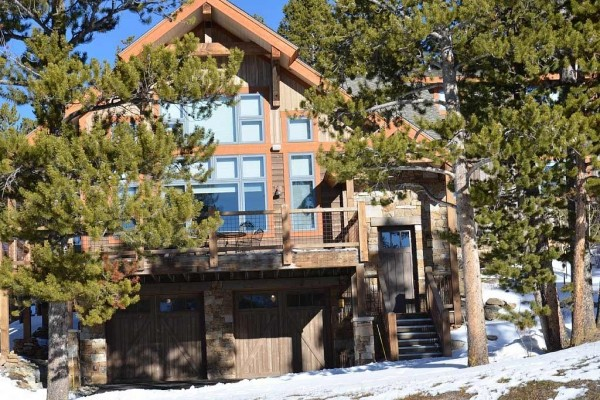 [Image: Private Hot Tub, Great Views, Pines Trees, Wi-Fi, Free Shuttle, 3 Bed / 3 Bath]