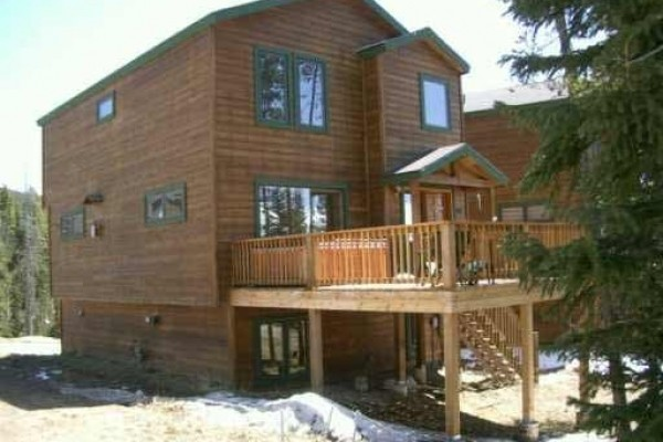 [Image: Rustic & Cozy Newer Home W/ Pristine Views, Hot Tub & Free Shuttle Service]