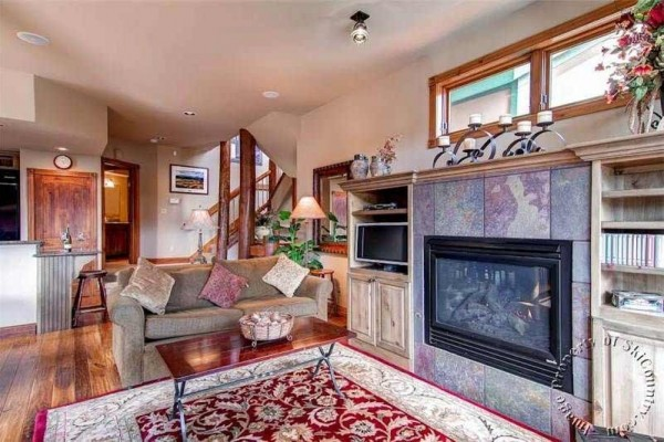 [Image: Luxurious Ski-in Townhome, Quiet Location Near Gondola & Town, Private Hot Tub]
