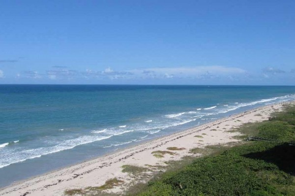 [Image: Beachfront Spacious 3 Bedroom Condo, North Hutchinson Island.]