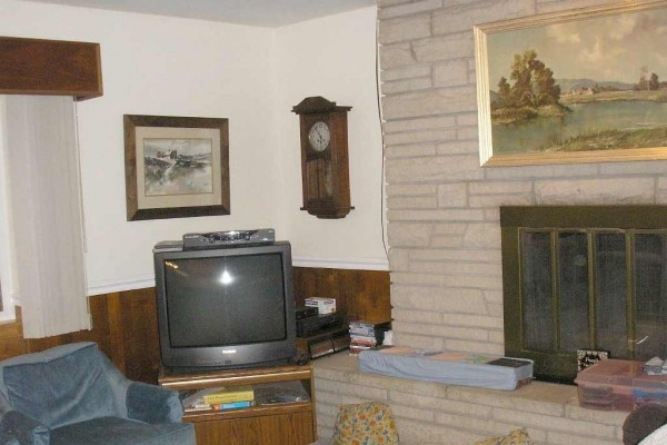 [Image: Large 1 Level Home with Basmt Rec Room. Extra Prkg. Easy Acess to Mtns & Skiing]