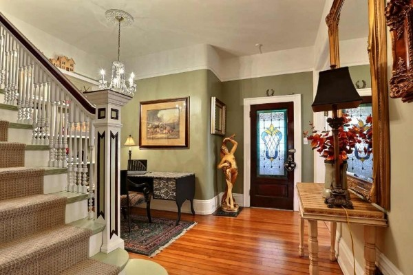 [Image: 1890 Chessman Park Victorian..3 Beds/2.5 Baths, Sleeps 2 to 6. Across from Park]