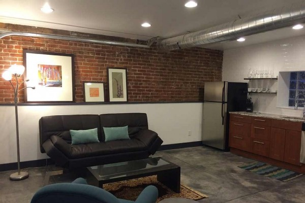 [Image: Modern One Bedroom Carriage House, Perfect Location Close to Everything!]