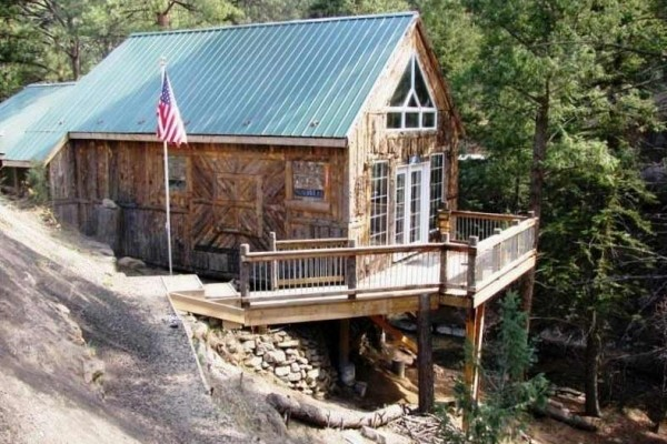 [Image: Classic Remodeled Cabin, Beautifully Detailed, Spacious & Comfortable.]