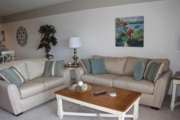 [Image: Oceanwalk - Your Home at the Beach! 3BR, 2BA Spacious Condo-Sleeps 8!!]