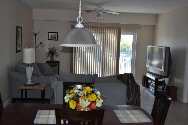 [Image: Beautiful 3BR/2BA Condo at Oceanwalk with Free Wifi]