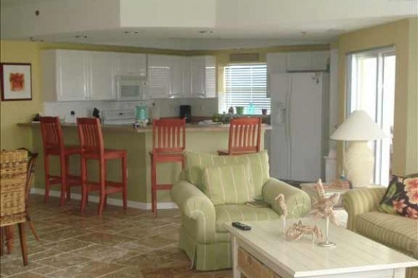 [Image: Lovely 3BR/2BA End Unit Oceanwalk Condo]