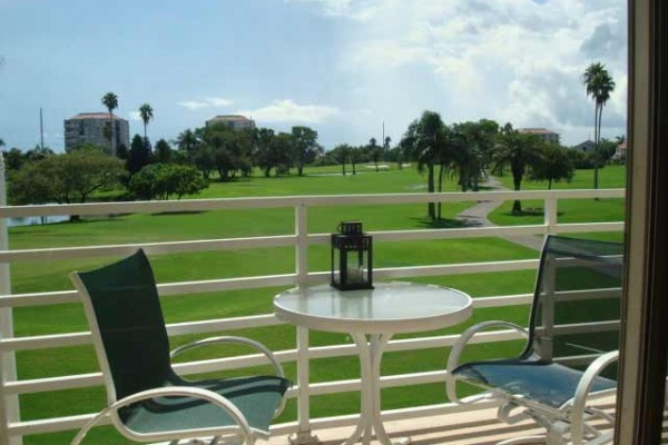 [Image: Just Renovated Overlooking Golf Course and Pond - 1 Mile to St Pete Beach]