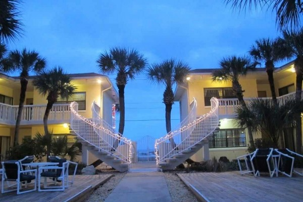 [Image: Beautifully Renovated and Steps to the Beach & Free Wifi!]