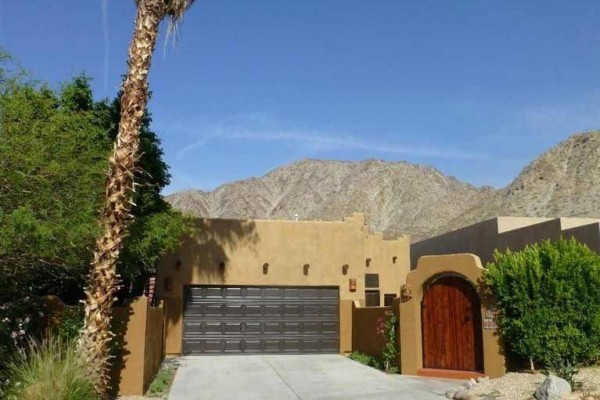 [Image: Santa Fe Beauty with Pool & Skydeck! Great Location with Breathtaking Views!]