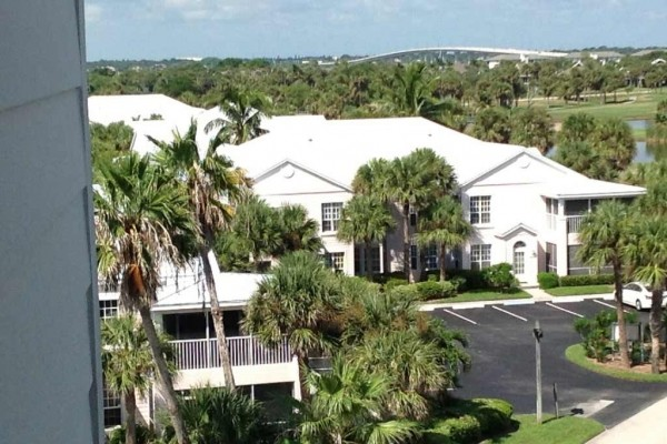 [Image: Elegant 1450sf Condo at the Beach with Country Club Amenities]
