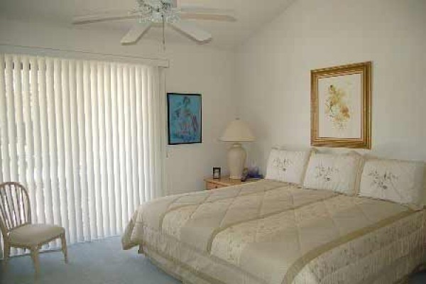[Image: Quiet, Lovely Condo Close to El Paseo's Fine Dining and Shops]