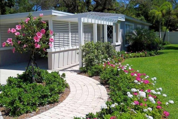 [Image: Central Beach Stunner! Cottage on 1/2 Acre W /Pool. Pets Ok.]