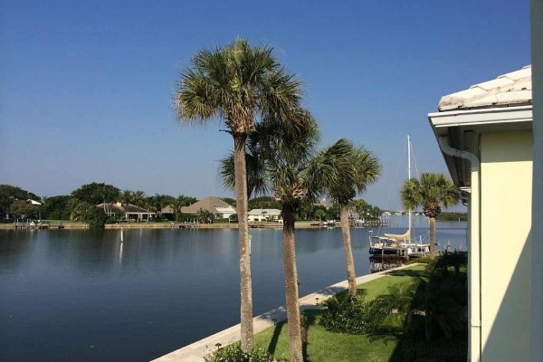 [Image: Waterfront Condo with Easy Access to Beaches and Beach Village]
