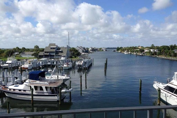 [Image: Direct Harbor Front in the Moorings Harbor Inn Community with Exceptional Views]