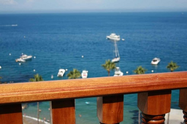 [Image: Hamilton Cove Luxury ***1-2 Nights Available***]