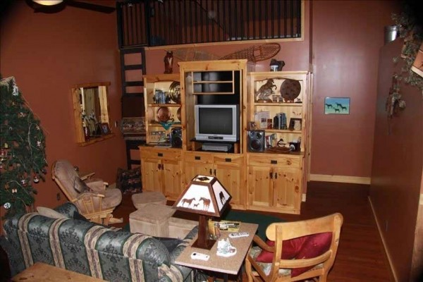 [Image: Cozy 2nd Floor Apartment for Wyoming Fans & Outdoor Enthusiast]