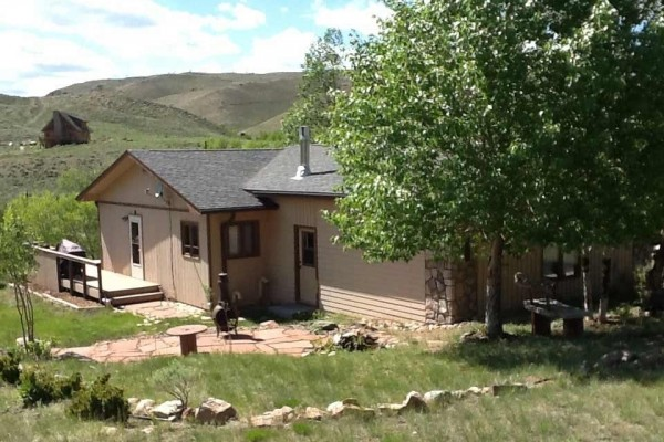 [Image: Vacation Home Overlooking Laramie River]