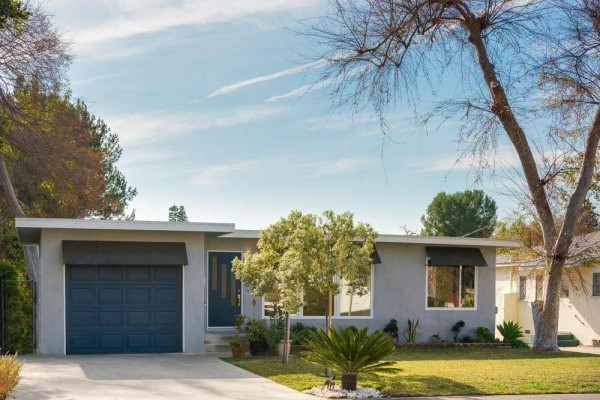 [Image: Mid-Century Design Home Walking Distance to Rose Bowl]