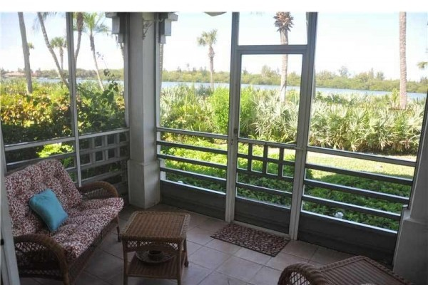 [Image: Stunning 1st Floor Views of Intracoastal Waterway]