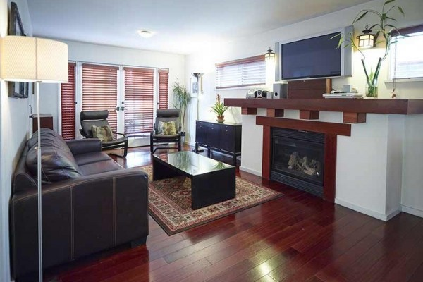[Image: Beach Bungalow 2 Bedrooms, 1 Block to Venice Beach.]