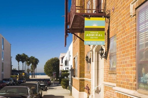 [Image: Just Steps from Venice Beach! Spacious and Quiet Furnished Apartment]