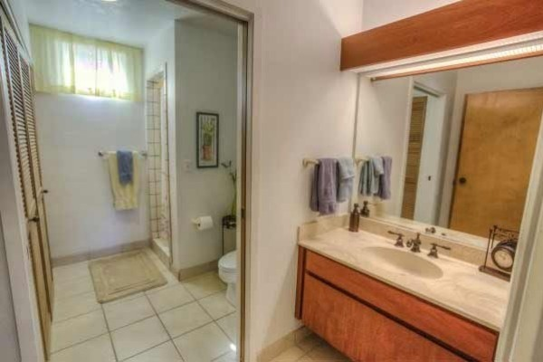 [Image: Spacious 2/2condo-Upscale,Quiet,Low Traffic Area, Discounts]