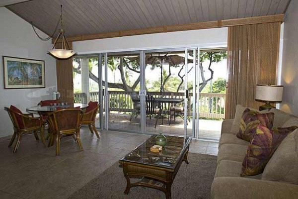 [Image: Oceanview Townhome Located in the Scenic Keauhou Area]