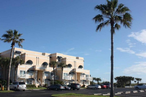 [Image: Beautiful Oceanfront Condo in Cape Canaveral]