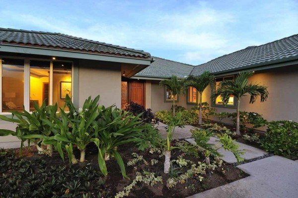 [Image: Mauna Kea Resort Villa, Ocean Views with Pool & Spa in Backyard]