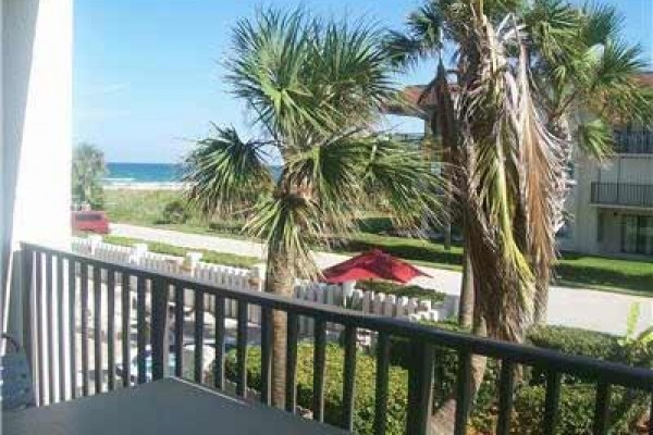 [Image: Ocean View 1BR/2BA Florida Condo W/ Housekeeping Service & Pool]