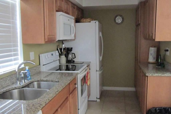 [Image: Great Townhouse Across the Street from the Beach, Cape Canaveral 2 Bd 2.5 B]