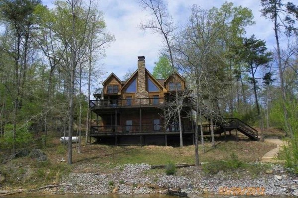 [Image: Beautiful 3BR Modern Log Cabin on Smith Lake with Boat Dock]