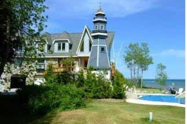 [Image: Captains Cove - Spectacular Lakefront Home W/Pool - Sleeps 15]