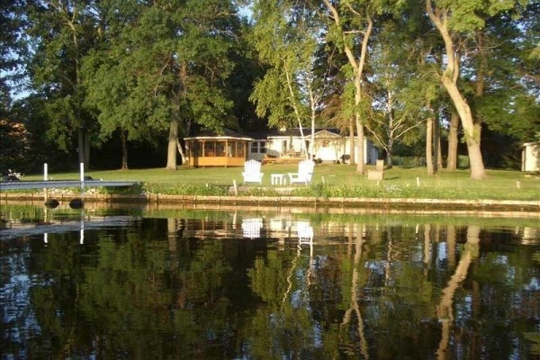 [Image: Lakefront Getaway on Beautiful Lake Noquebay]