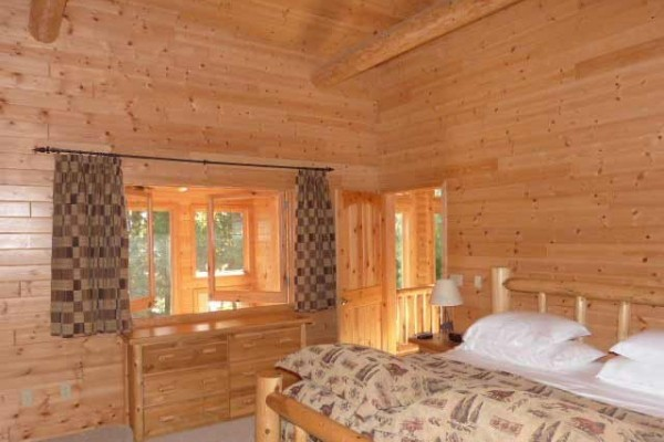 [Image: Stunning Log Lodges Located Half Hour North of Minocqua]