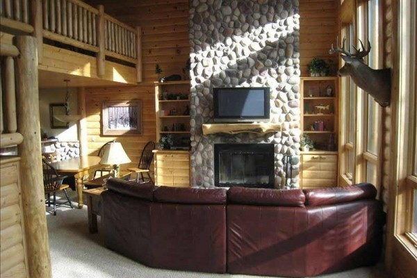 [Image: Spectacular Log Lodge]