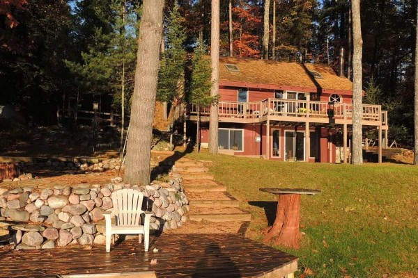 [Image: Private Home. Quiet Lake. Pontoon Boat Included. Close to Minocqua Attractions.]