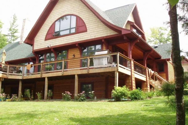 [Image: Minocqua Luxury Craftsman Lakehome on Beautiful Squirrel Lake]