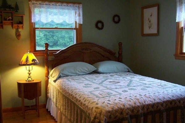 [Image: Bay Breeze Cottage - 4 Season Fully Outfitted Vacation Getaway!]