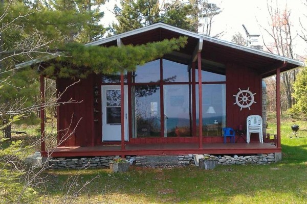[Image: The Cottage on Lake Michigan â Large Sand Beach, Wooded Lot, Family Friendly]