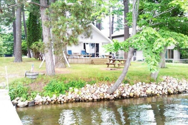[Image: Beautiful Lake Front Property Located on the Cloverleaf Lakes.]