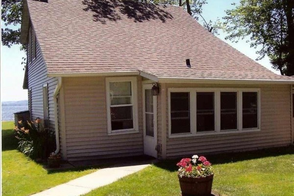 [Image: Three Bedroom Cottage on Beautiful Shawano Lake]